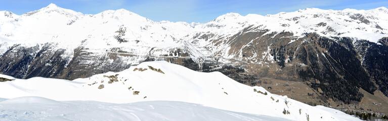 Vista su monte San Gottardo ad Airolo nelle alpi svizzere