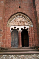 porte de l'église - Collonges la Rouge