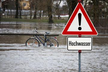 Stadt in der Gewalt des Wassers