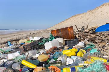 pollution des plages Françaises par les déchets flottants