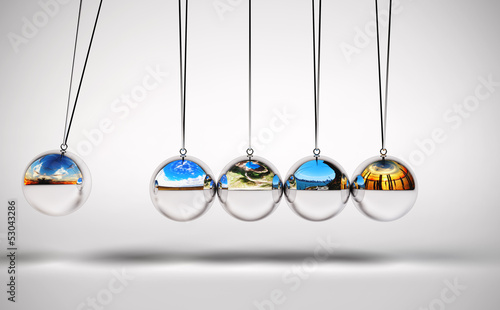 Newton's cradle variation