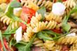 Pasta mit Rucola, Käse und Tomaten - 53044213