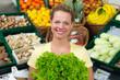 hausfrau kauf salat ein