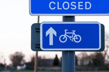 Bicycle lane sign indicating bike route closed