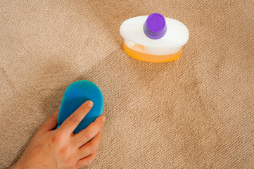 Cleaning carpet with sponge