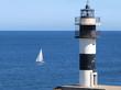 Faro y embarcación