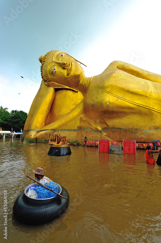 flood waters overtake a big buddha statue  in Thailand - 53064058