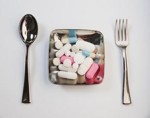 médicaments dans assiette