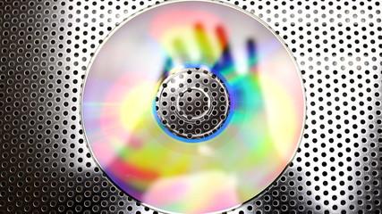 Manos bailando sobre un cd