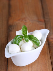 mozzarella mini in white bowl