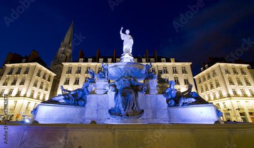 Fotobehang Fontaine Fontaine de la place Royale de Nantes