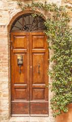 vecchia porta di legno ,Toscana,Italia