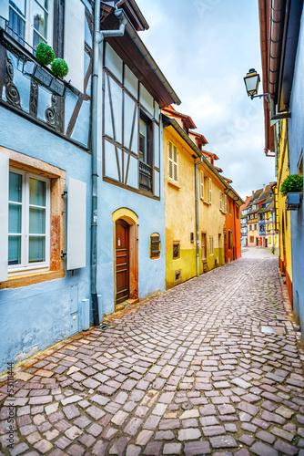 Colmar, Petit Venice, narrow street and traditional houses. Alsa - 53111444