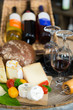 rotwein mit käse und brot