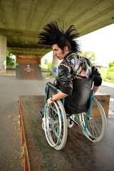 Homme en fauteuil roulant. No limit