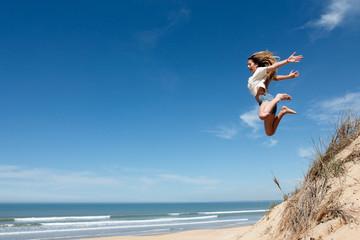 Saut jeune fille dune