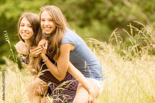 deux sœurs complices