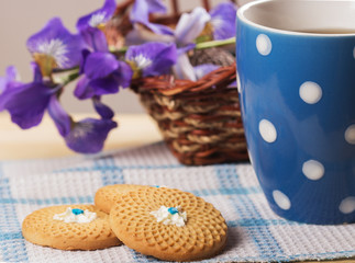 cup of tea and cookie