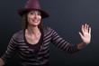 Donna con cappello che balla