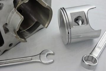 Pistone e cilindro. Motore a due tempi