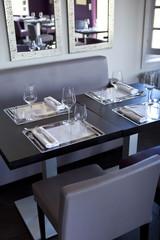 Restaurant, salle, bistrot, tables, couverts, gastronomie