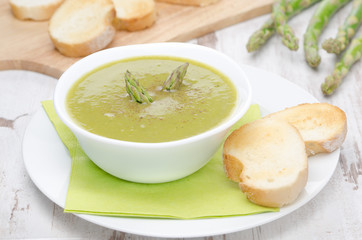 cream soup of asparagus and green peas