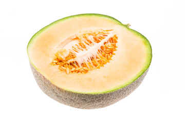 Halbe Melone liegend auf weißem Hintergrund
