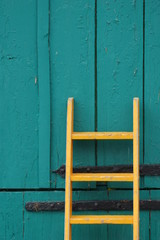 Gelbe Leiter, grünes Tor