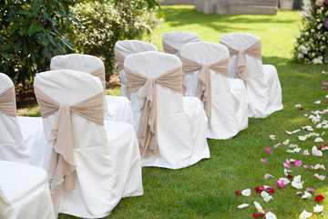 wedding chairs with the white covers