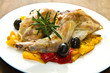 coniglio al forno con olive e peperoni