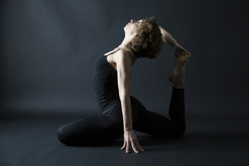 yoga prep to ekapada raja kapotasana pigeon pose side view