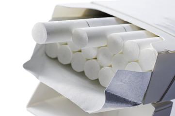 箱に入った紙巻き煙草のアップ