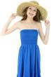 Freundliche junge Frau trägt Sommerkleid und Hut