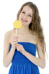 Freundlicher Teenager mit gelbem Lolli