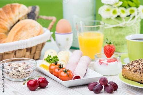 canvas print picture frühstück mit joghurt und wurst