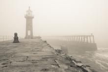 Whitby jetée et le phare