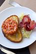 Tartare, saumon, entrée, salade, pain grillé, jambon