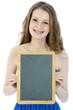 Freundliche junge Frau mit leerer Tafel