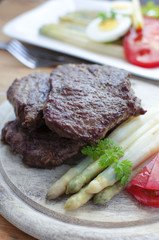 Beefsteaks and asparagus