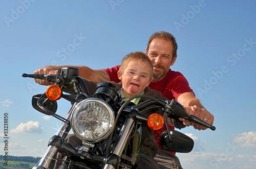 Leinwanddruck Bild Junge mit Behinderung hat Spass