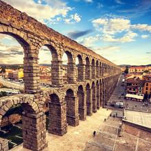 Le célèbre aqueduc antique à Segovia, Castilla y Leon, Espagne