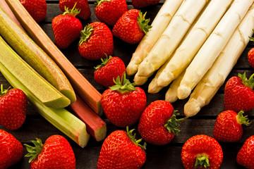 Erdbeeren, Rhabarber, weißer Spargel