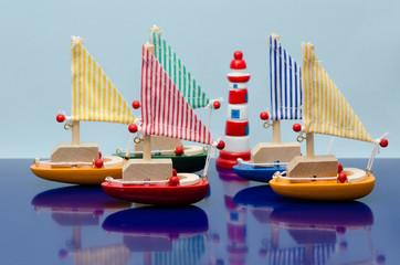 カラフルな玩具のヨット