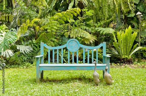 Fotobehang Tuin Green bench in the English garden