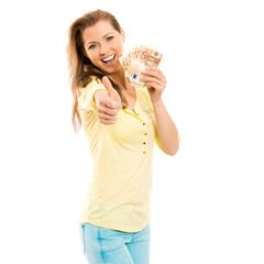 Frau mit 50 Euro Scheinen