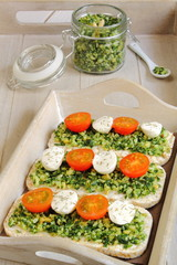 Rice cakes with pesto, cherry tomatoes and mozzarella