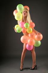 Frau mit Ballon
