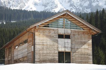 Edificio in legno e vetro, bio-edilizia
