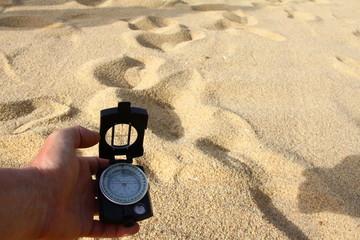 kompass in wüste
