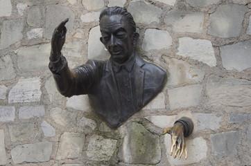 """Paris, sculpure """"Le Passe-Muraille"""", Montmartre"""